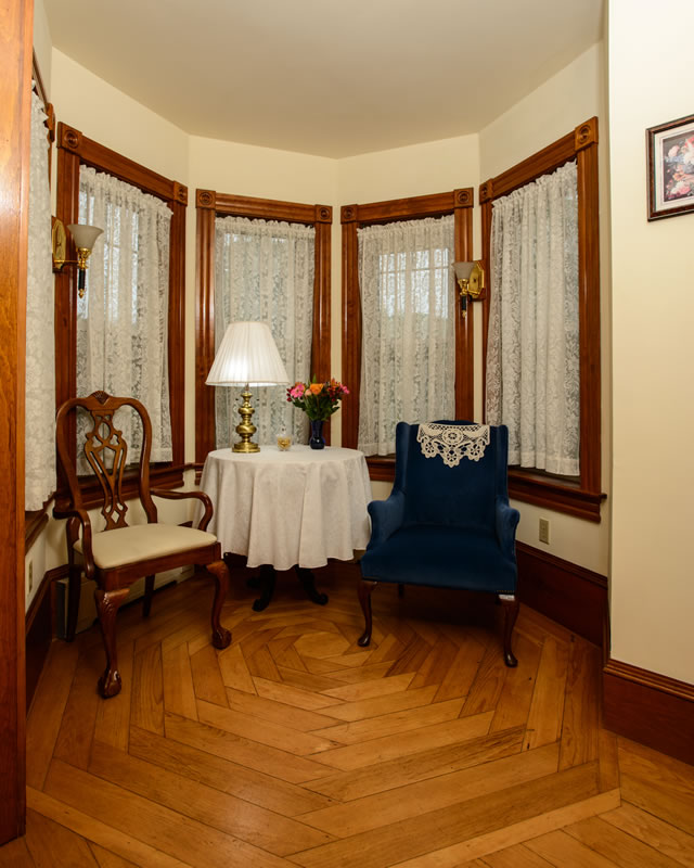 Step Inside This Personality Packed Home In Hampshire: Lake Winnipesaukee New Hampshire Bed & Breakfast